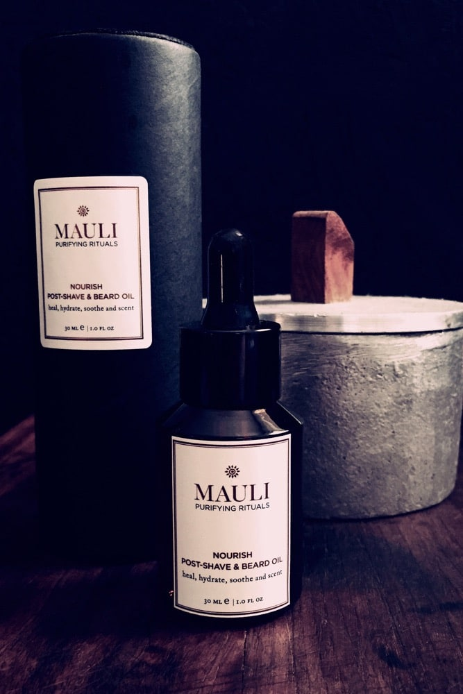This Mauli beard oil is the perfect gift forthe hipster in your lifeor even fora guywith more modest stubble it's a little bottle of magic - make sure its not missing from his preening routine!Combat dry, itchy skin and ingrown hairs with this power-packed beard oil. The high qualityblend conditions and heals skin, while leaving unruly beard and brows beautifully manageable with a sublime, lingering scent.